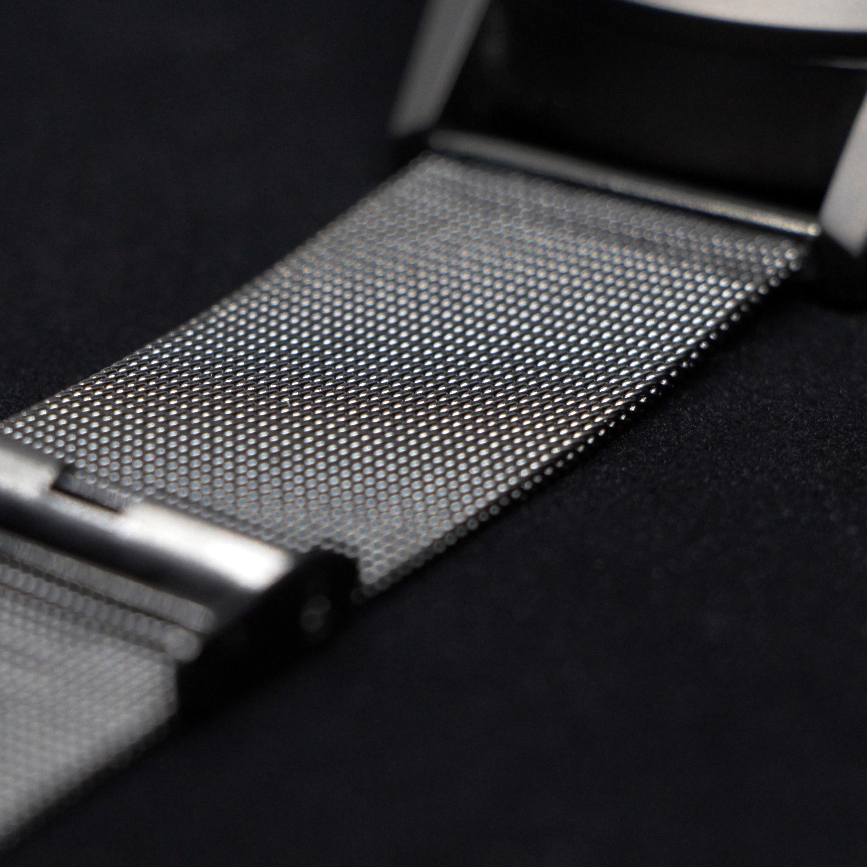 Bracelet de métal à maillons (l'un des deux bracelets inclus avec la Type 77.TIME)
